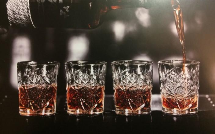 bicchiere superalcolici